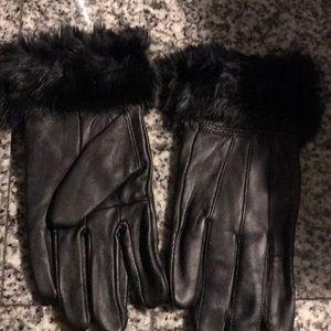 Black leather gloves with black fur trim